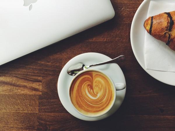 Macht-entkoffeinierter-Kaffee-wach